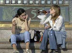 chicas-bebiendo