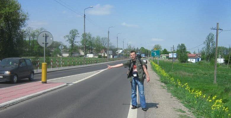 mochilero-autostop-min